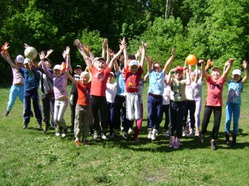 Провести необычное детское мероприятие, научить детей вместе отдыхать и играть, сформировать навыки командной работы и взаимовыручки – все это можно со Школой-студией «Колесо». Звоните 8-917-402-45-45, 8-927-336-38-37.